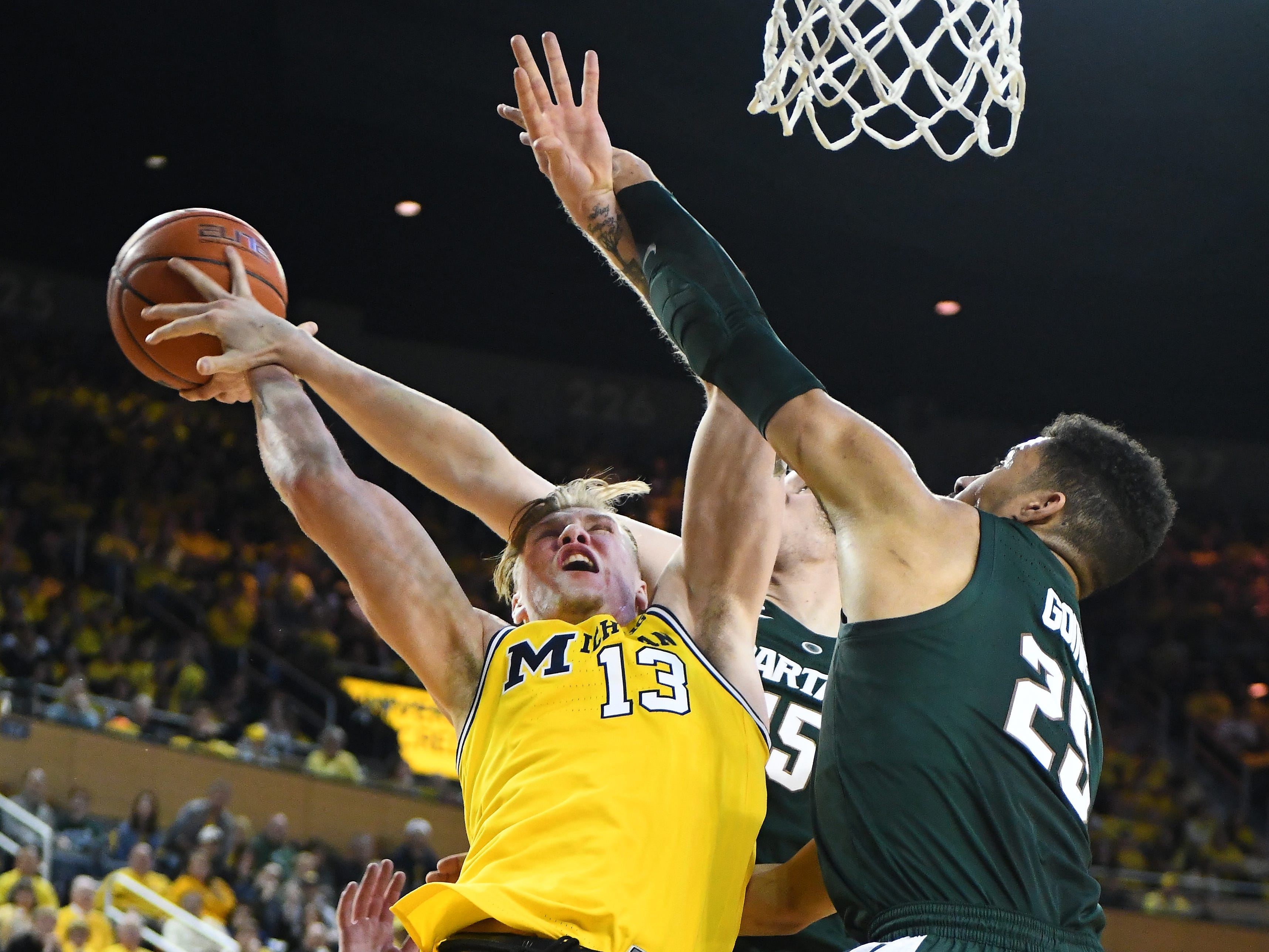 Michigan State's Thomas Kithier and Kenny Goins defend against Michigan's Ignas Brazdeikis in the second half.