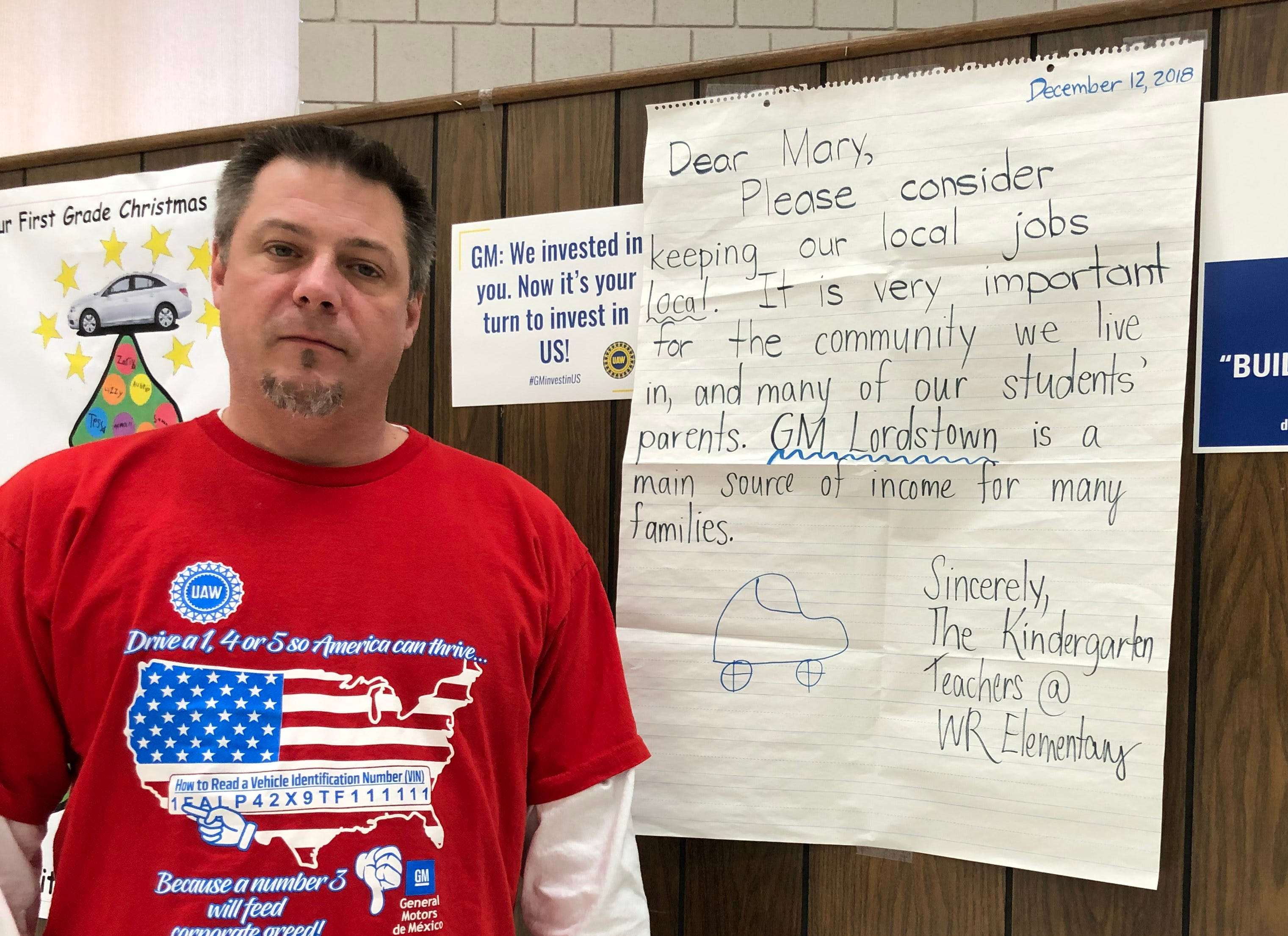 David Green, president of UAW Local 1112 representing General Motors Co.'s Lordstown Assembly, stands in front of a letter to GM CEO Mary Barra from local kindergarten teachers.