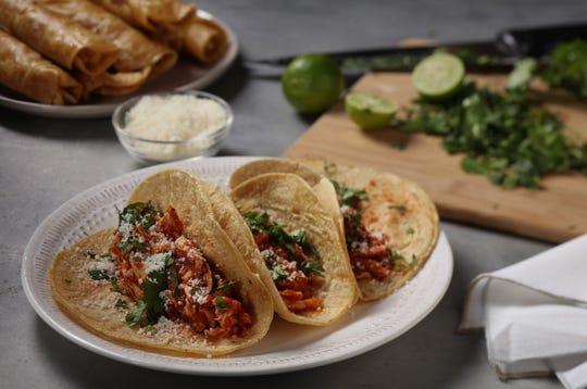 Tacos made from supermarket rotisserie chicken. (Abel Uribe/Chicago Tribune/TNS)