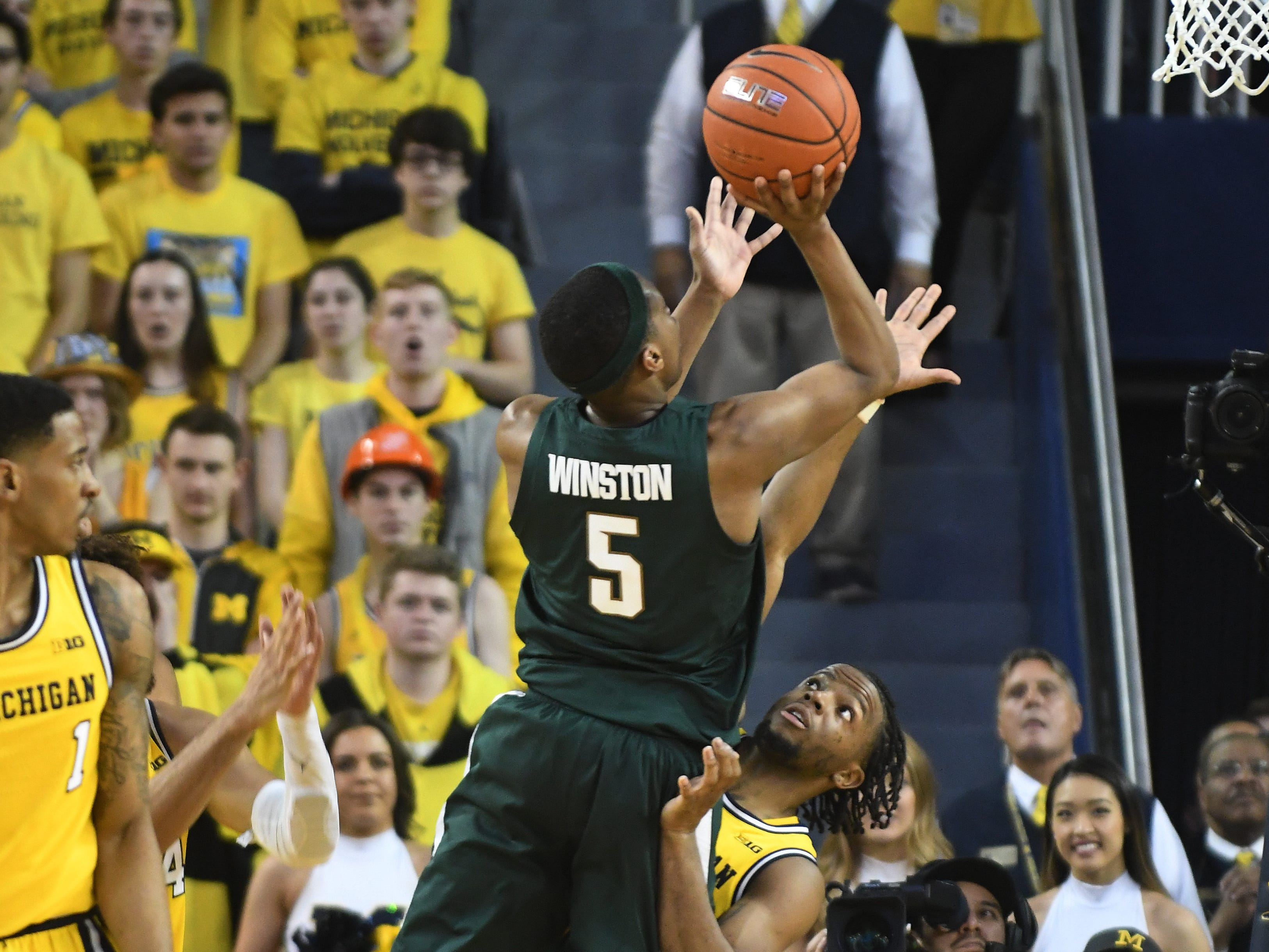 Michigan State's Cassius Winstons puts up a shot over Michigan's Zavier Simpson in the second half.