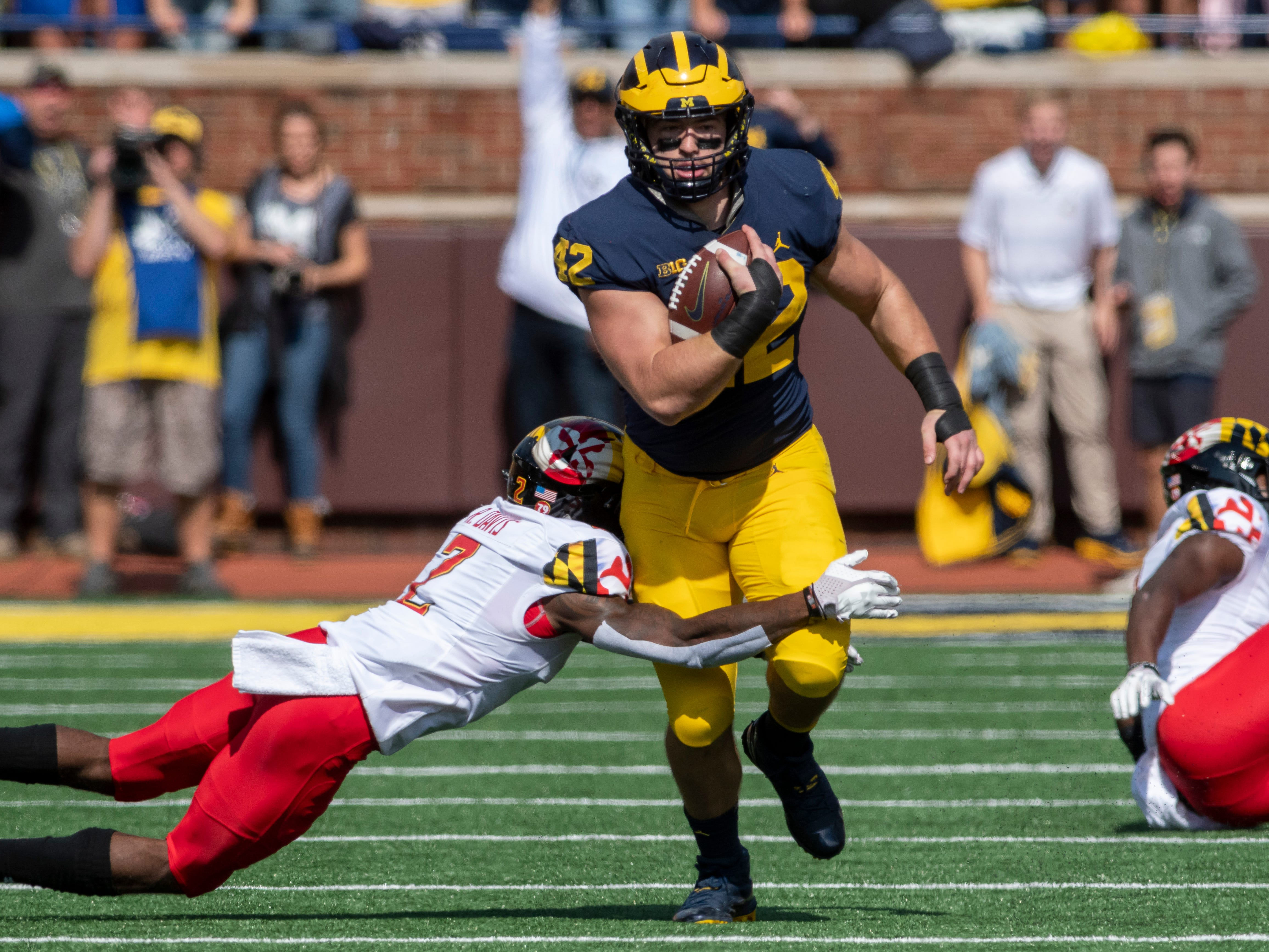 FULLBACK: Ben Mason – Mason showed some versatility last season and also had a big first half against Nebraska scoring three touchdowns. He had 80 yards on 33 carries for seven touchdowns last fall.