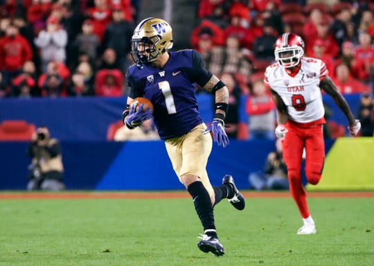Nov 30, 2018; Santa Clara, CA, USA; Washington Huskies defensive back Byron Murphy (1) runs for a touchdown after an interception against Utah Utes wide receiver Siaosi Mariner (8) during the third quarter at Levi's Stadium.