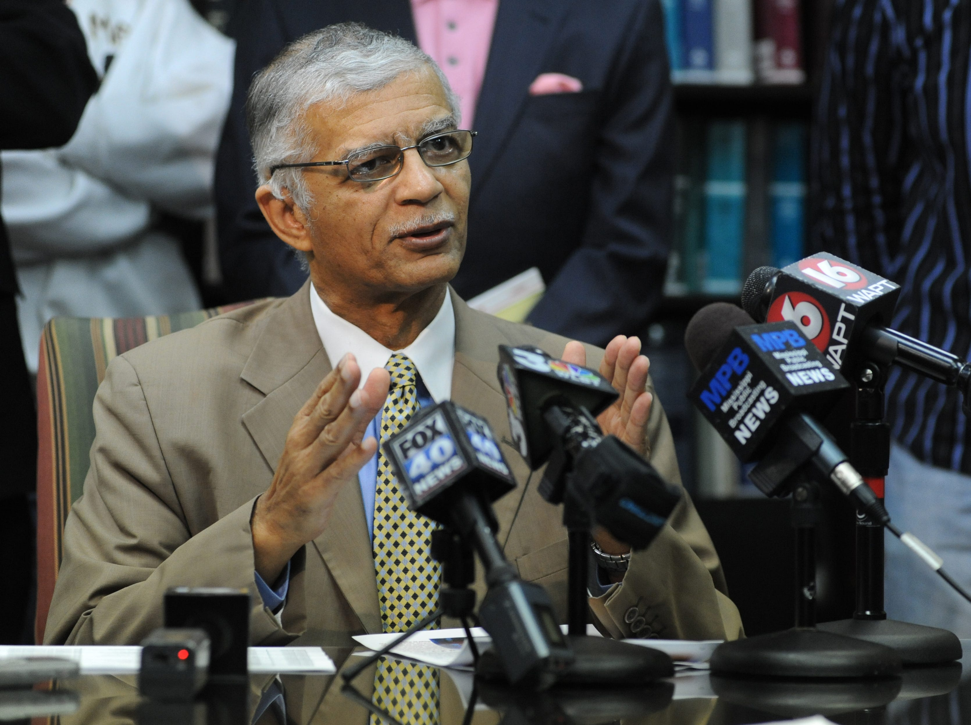 In the wake of pardons handed out by former Gov. Haley Barbour before leaving office, attorney Chokwe Lumumba continues to seek pardons for Jamie and Gladys Scott who were paroled last year.
