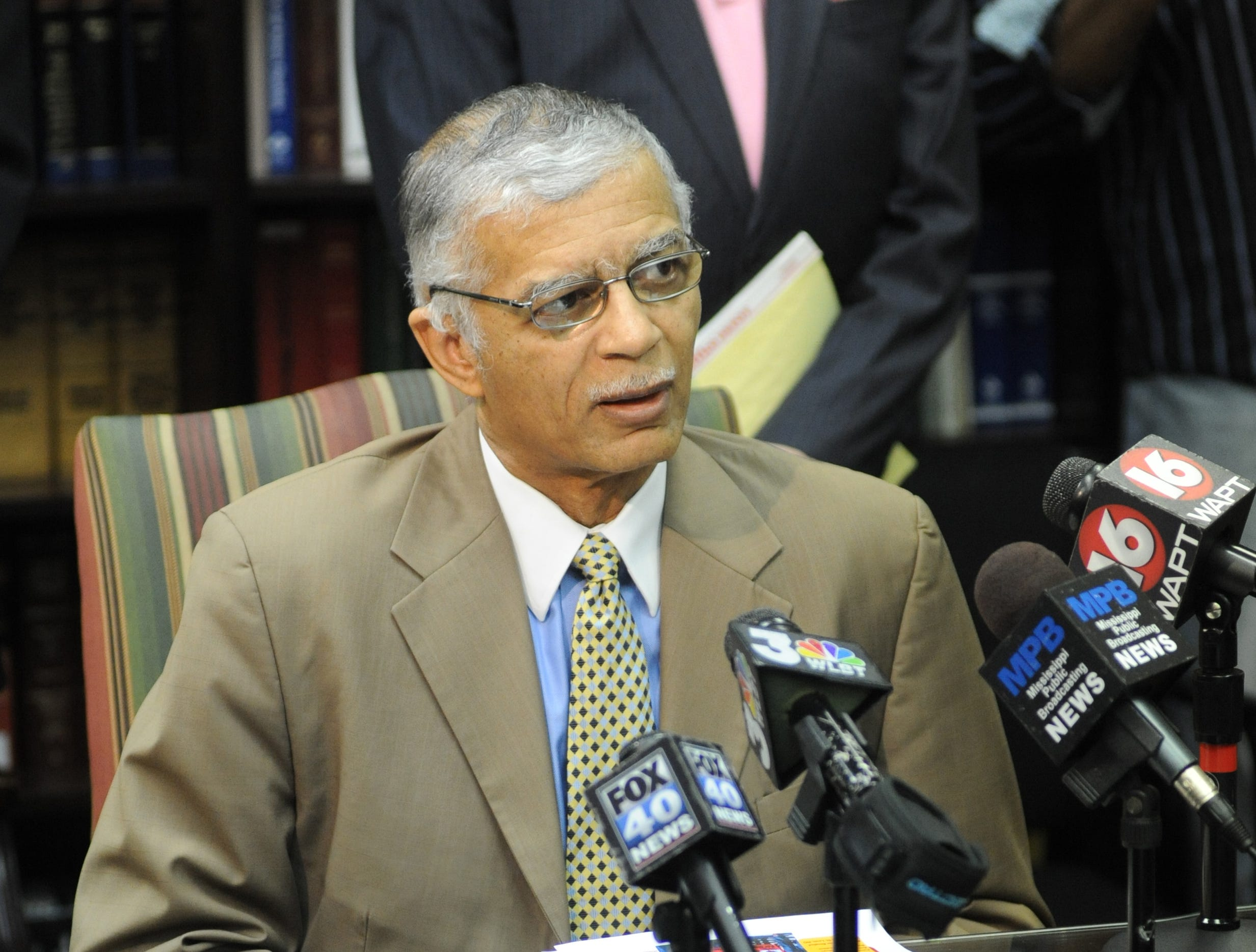 In the wake of pardons handed out by former Gov. Haley Barbour before leaving office, attorney Chokwe Lumumba continues to seek pardons for Jamie and Gladys Scott.