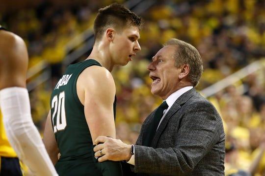 "Tom Izzo ""talks"" to senior guard Matt McQuaid during Sunday's game at Crisler Center."