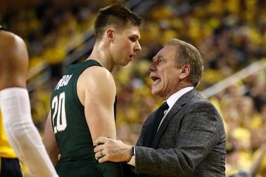 "Tom Izzo ""talks"" to senior guard Matt McQuaid during Sunday's game at Crisler Center."