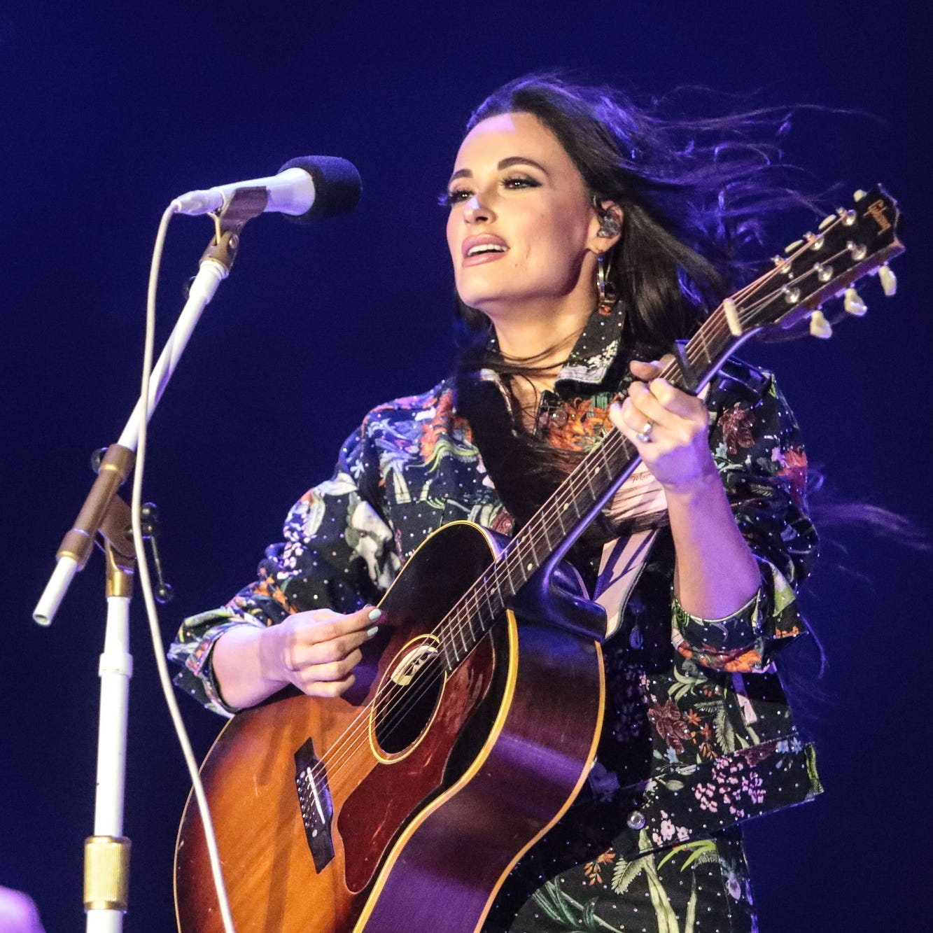 Country singer Kacey Musgraves sings Selena Quintanilla's 'Como la Flor' at Houston Rodeo