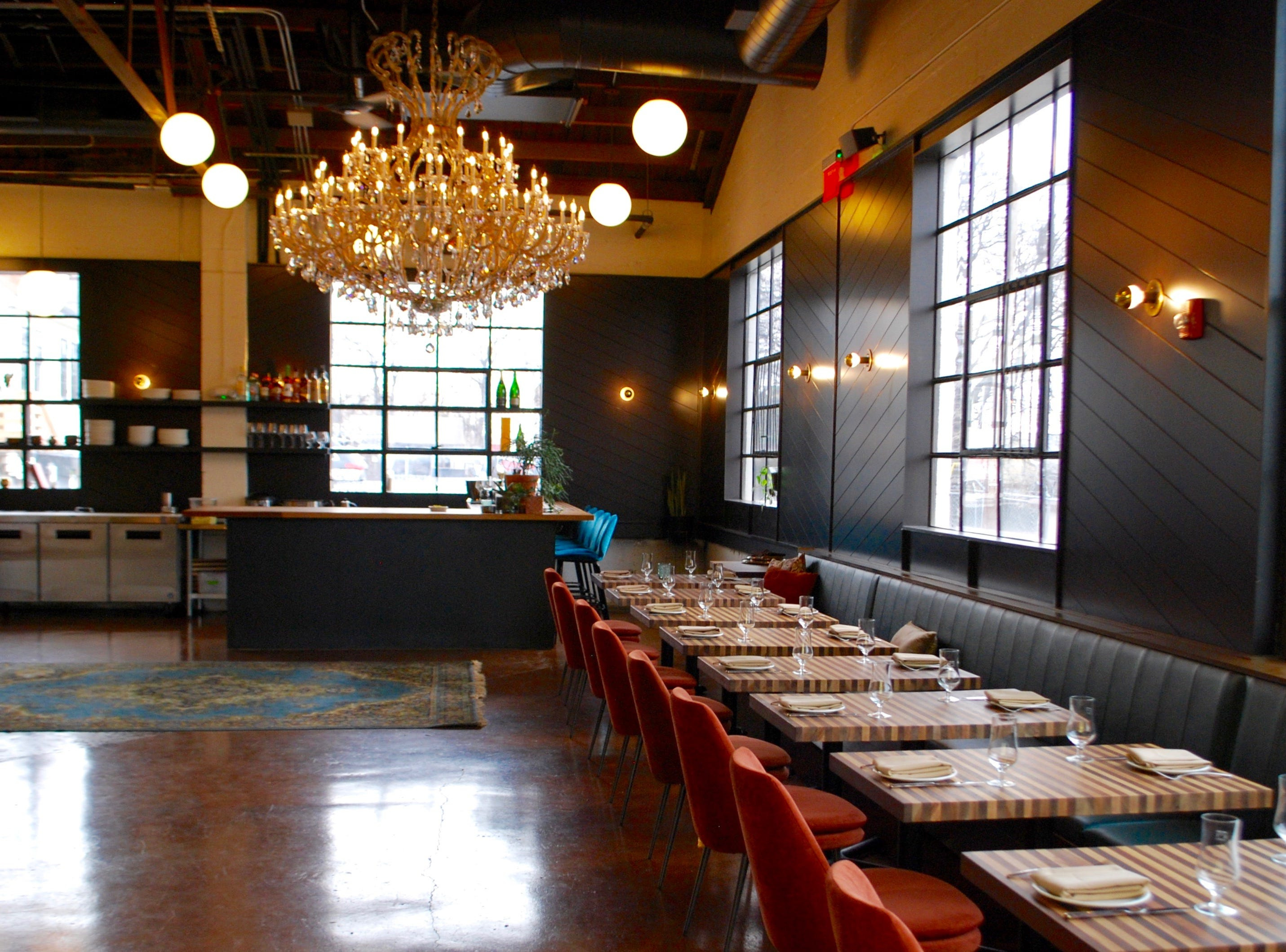 The dining room and bar at Tailor Nashville.