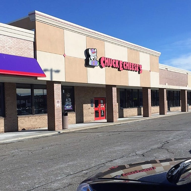 Man banned from Chuck E. Cheese after accusing workers of racism