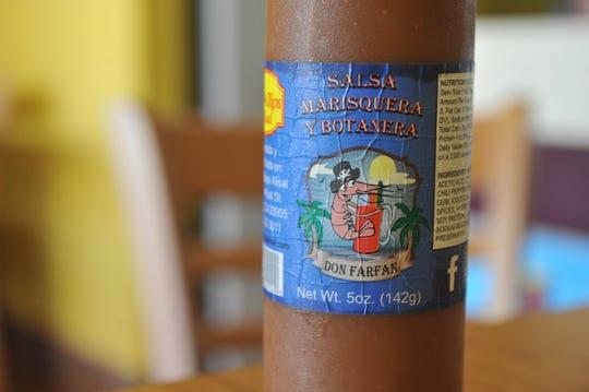"""La salsa marisquera """"Don Farfan"""" de Luis Ángel Farfán, que se usa para micheladas y otros platillos del Oldtown Fish & Chips en Salinas."""