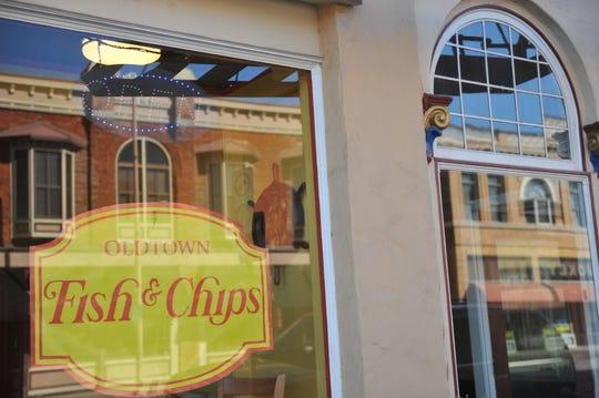 Oldtown Fish & Chips se ubica en 18 E. Gabilan St. en Salinas.