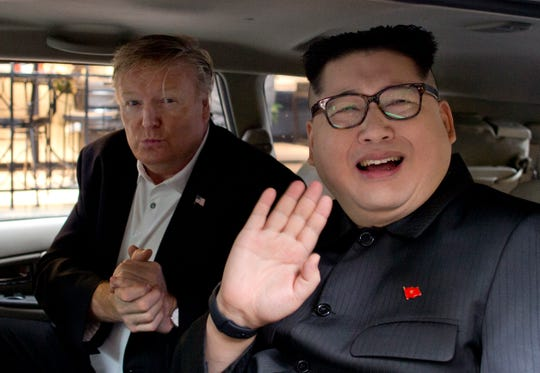 """Howard X, right, Kim Kung-oun imitator, waves like Russell White, president of Donald Trump, car gestures outside La Pai hotel in Hanoi, Vietnam on Monday. """"19659011] Howard X, the right, imitator of Kim Chen Un, waves like Russell White, president of Donald Trump, gestures from a car"""" 19659011 """"-writing ="""" 540 """" outside the La Paix Hotel in Hanoi, Vietnam, on Monday. </span></p> </aside> </div> <p class="""