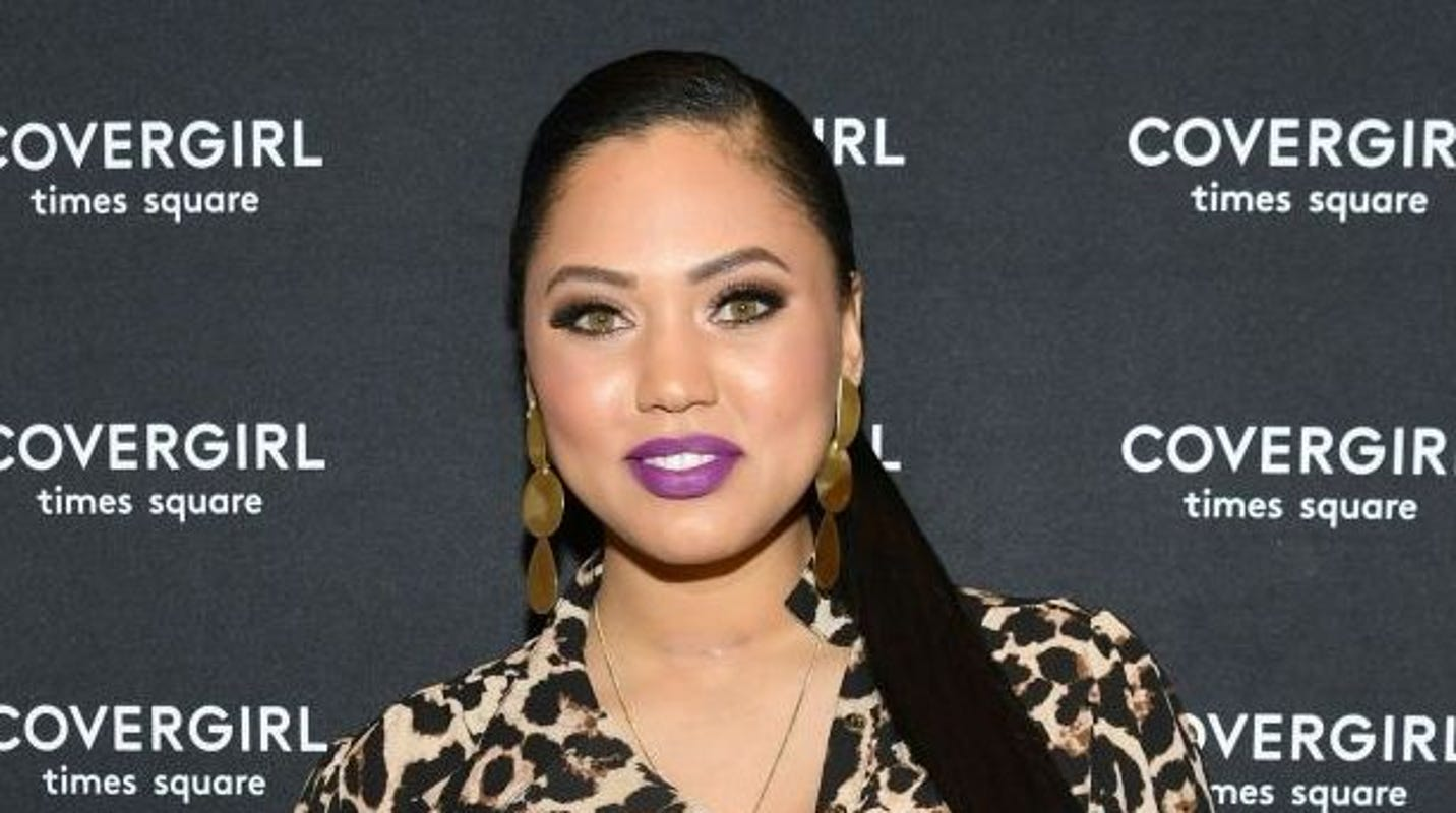 d80e821bb7bc Ayesha Curry roasts troll who told her to  stay in the kitchen