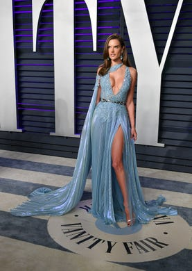 BEVERLY HILLS, CA - FEBRUARY 24:  Alessandra Ambrosio attends the 2019 Vanity Fair Oscar Party hosted by Radhika Jones at Wallis Annenberg Center for the Performing Arts on February 24, 2019 in Beverly Hills, California.  (Photo by Dia Dipasupil/Getty Images) ORG XMIT: 775287342 ORIG FILE ID: 1127287564