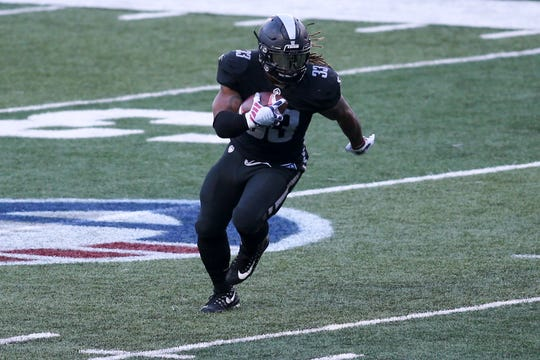 Birmingham Iron running back Trent Richardson (33) runs the ball against the Atlanta Legends in the second half at Georgia State Stadium.