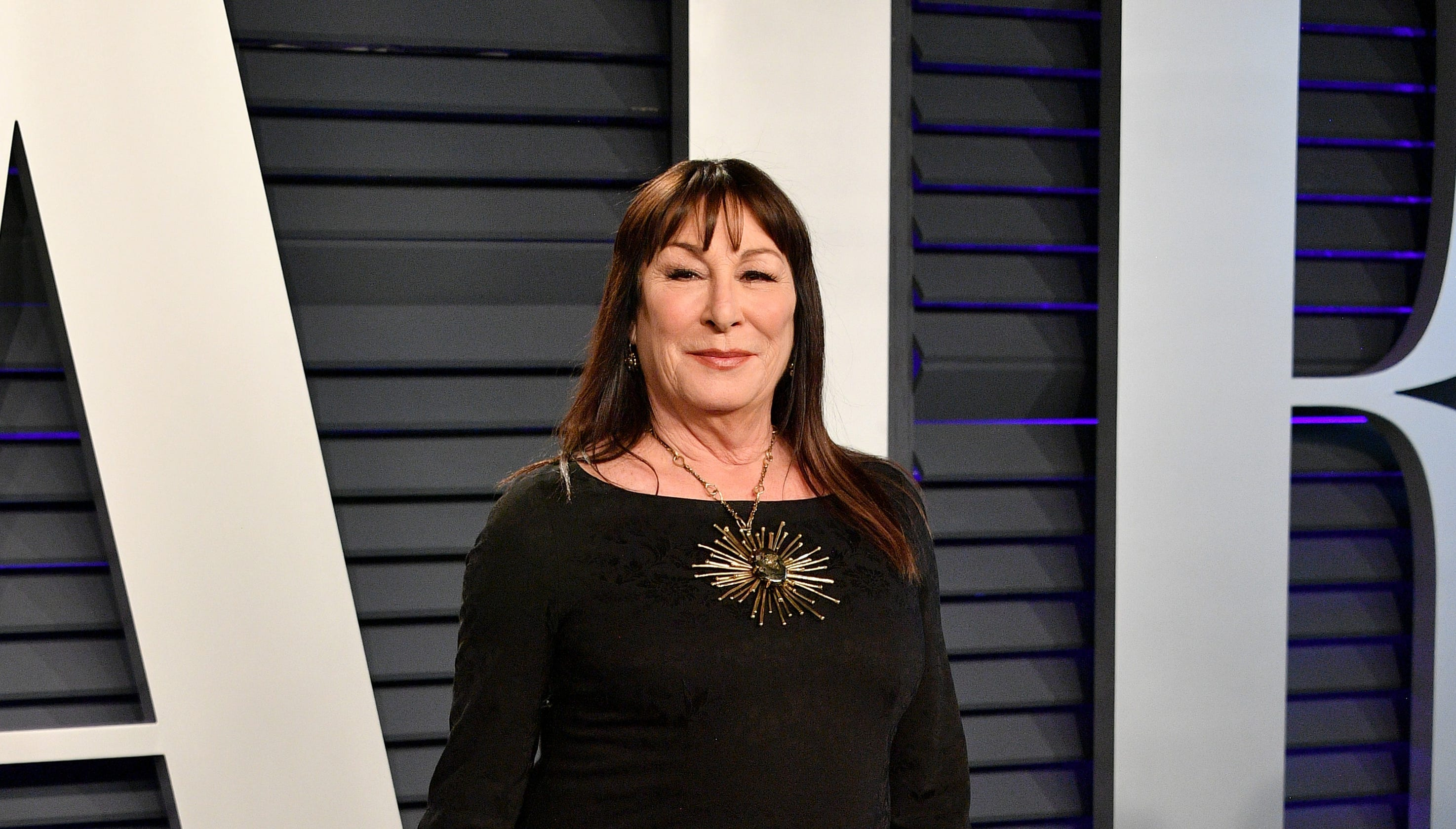 Anjelica Huston: 6 crazy quotes, from drug use to beef with ...