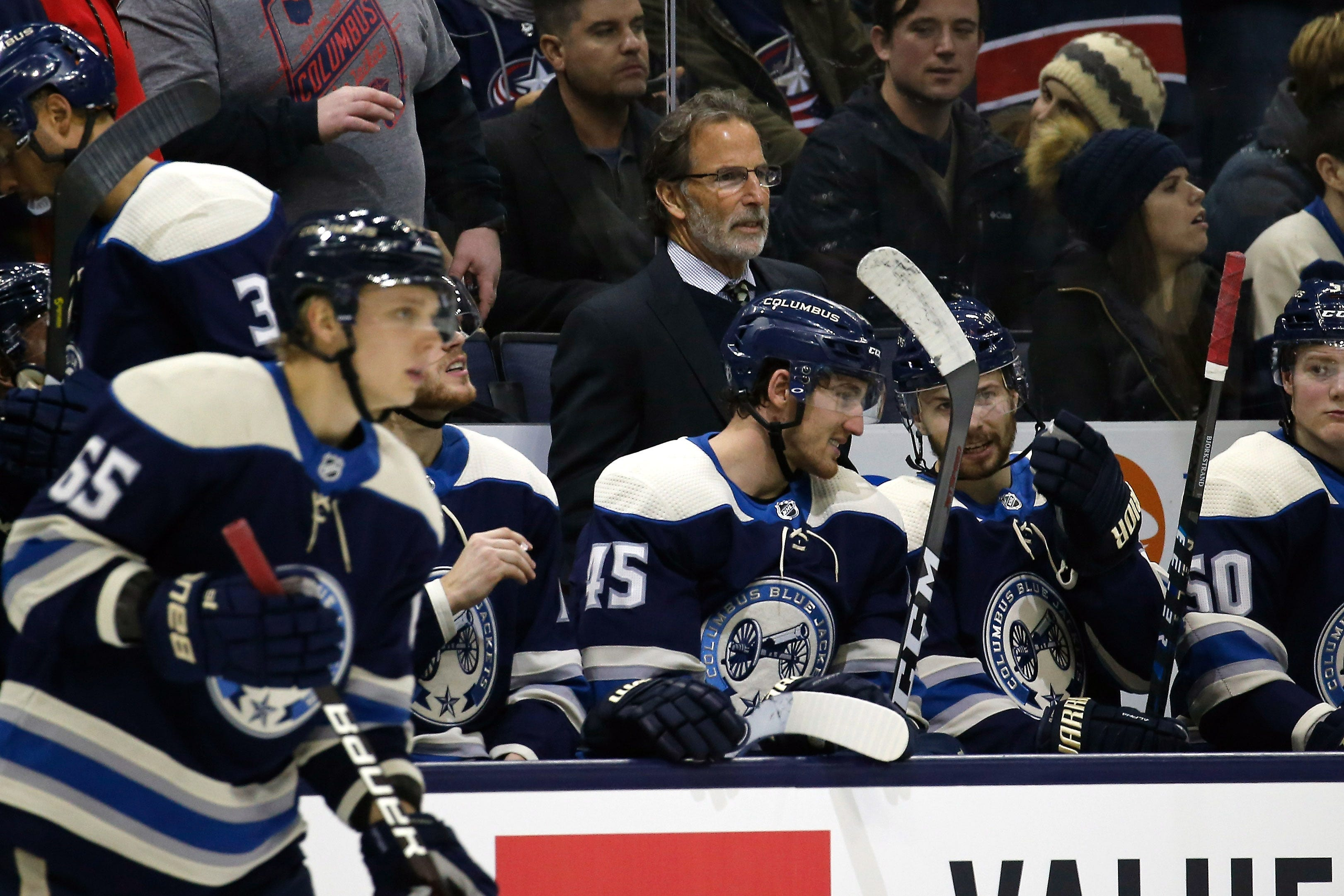 Blue Jackets' John Tortorella answers phone call from reporter's mom during news conference