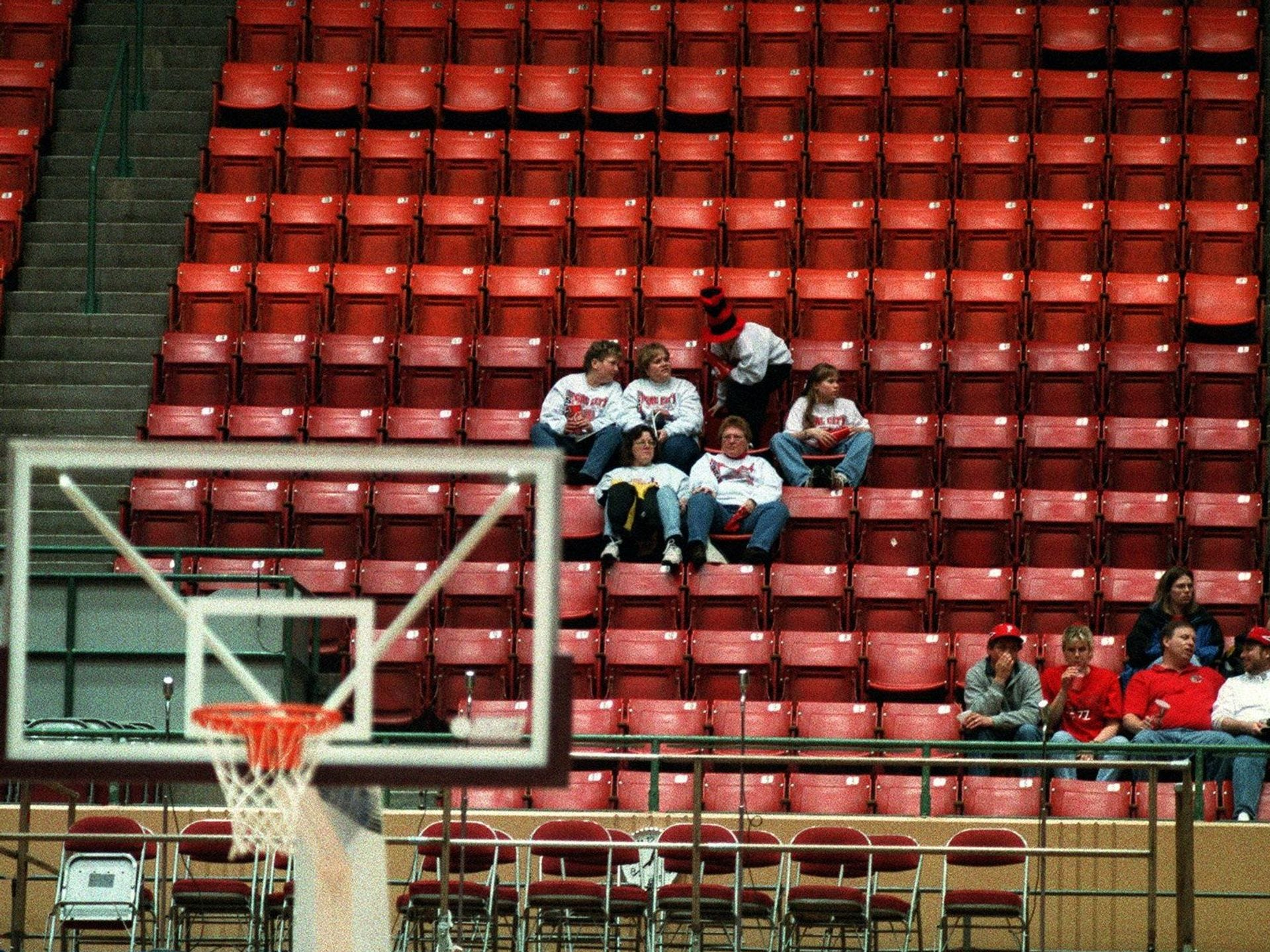 1999: Heavy snow ensured some empty seats at Veterans Memorial Auditorium in Des Moines. But the blizzard could not dampen the enthusiasm of those in attendance. Register file photo