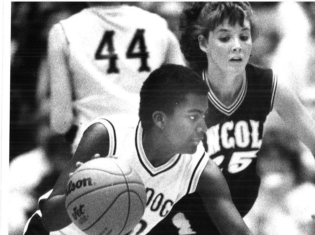1988: Bettendorf's Leslie Maple evades Lincoln's Missy Daughenbaugh. Register file photo