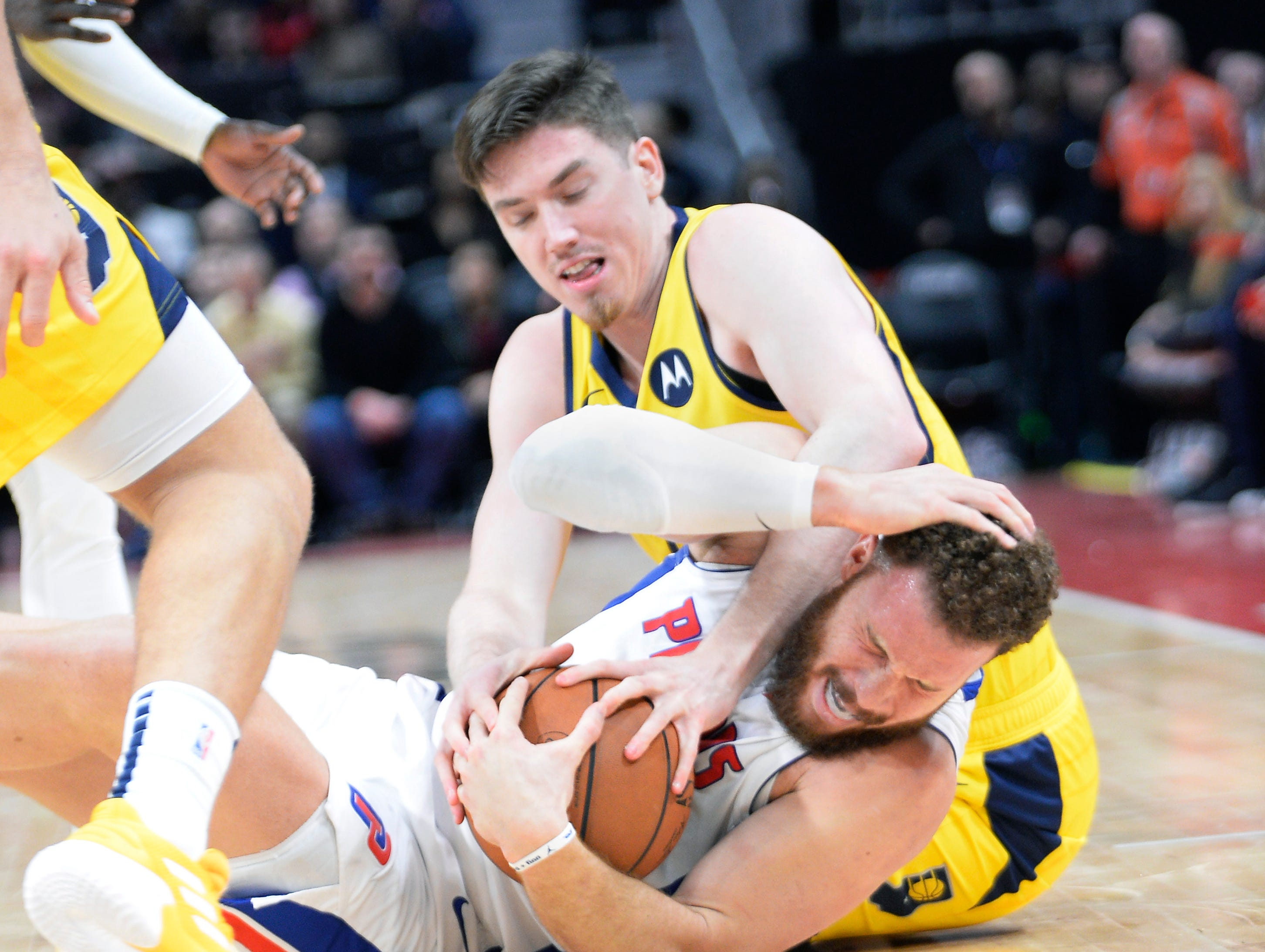 Blake Griffin and TJ Leaf battle for a loose ball in the fourth quarter.