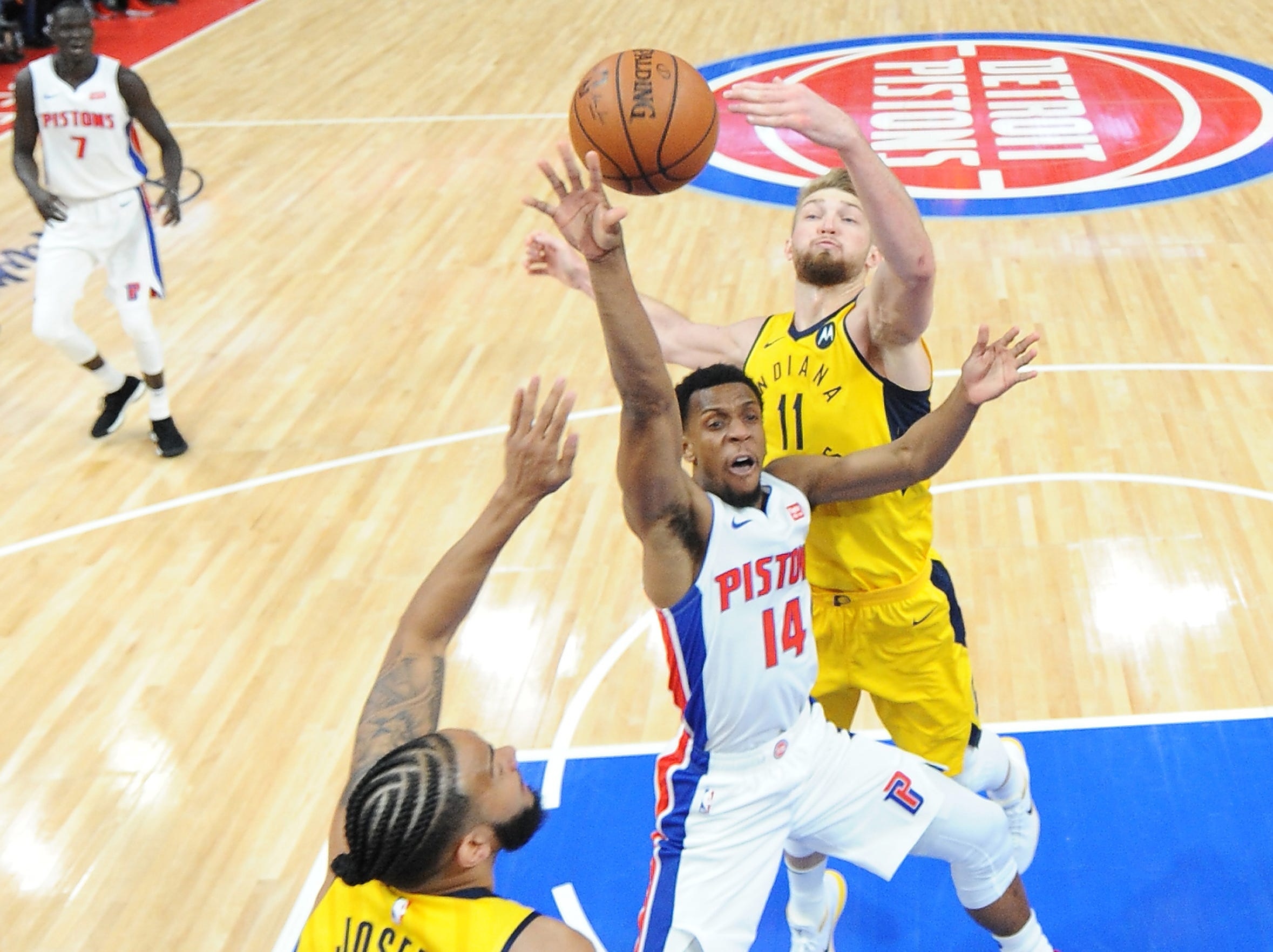 Detroit's Ish Smith shoots over Cory Joseph and Domantas Sabonis in the fourth quarter.