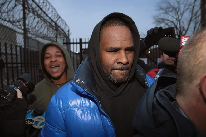 R&B singer R. Kelly leaves the Cook County jail after posting $100 thousand bond on February 25, 2019 in Chicago, Illinois.