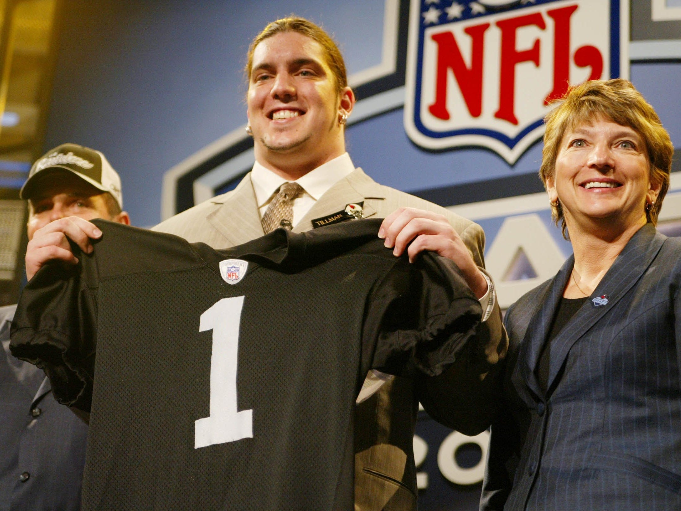 Robert Gallery poses with a Raiders jersey and his mother, Mary, on Saturday after being chosen second in the 2004 NFL draft.