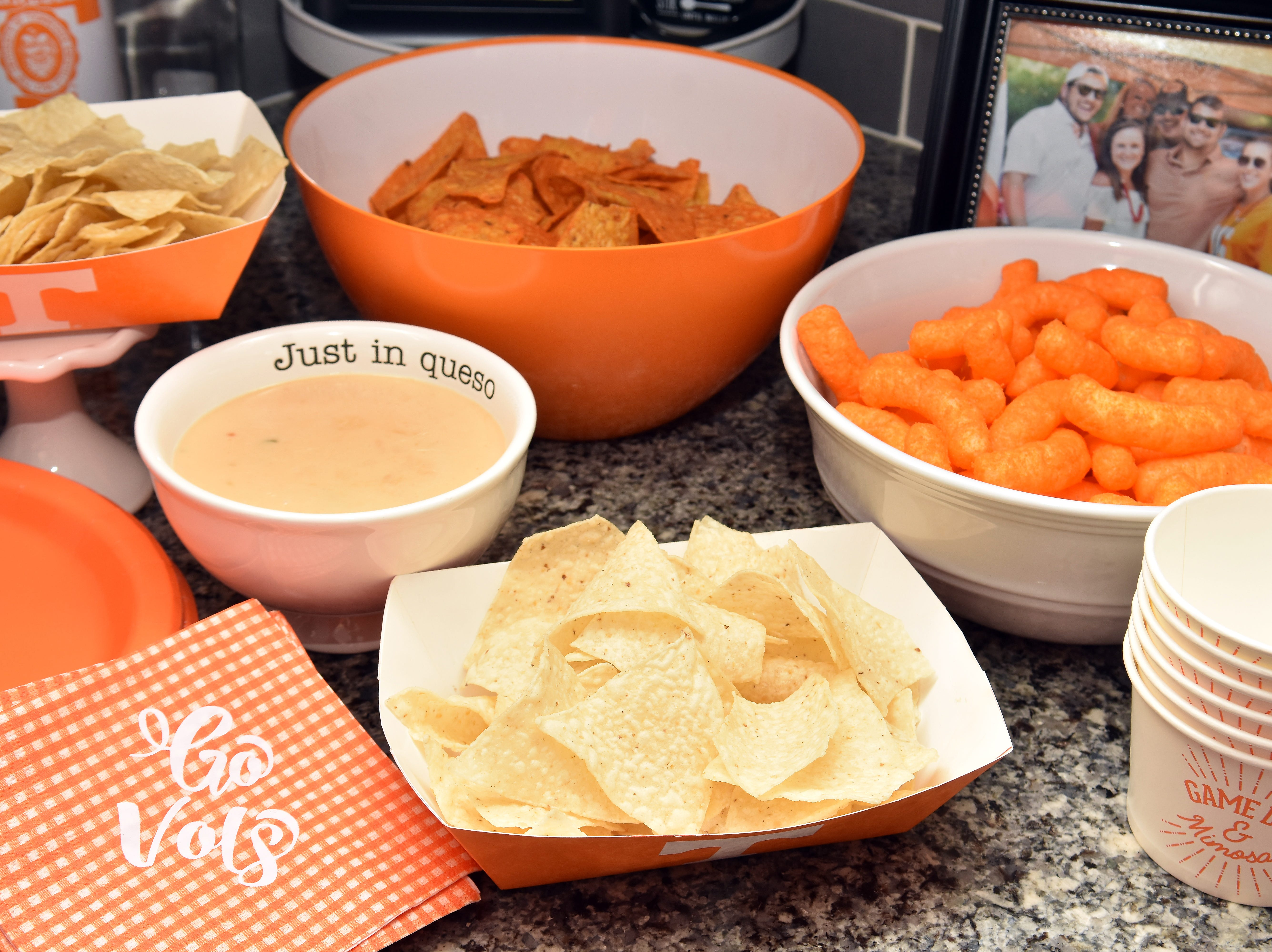 "Tennessee fans can add their favorite ""orange"" snacks in the mix, such as nacho cheese Doritos or cheese puffs."