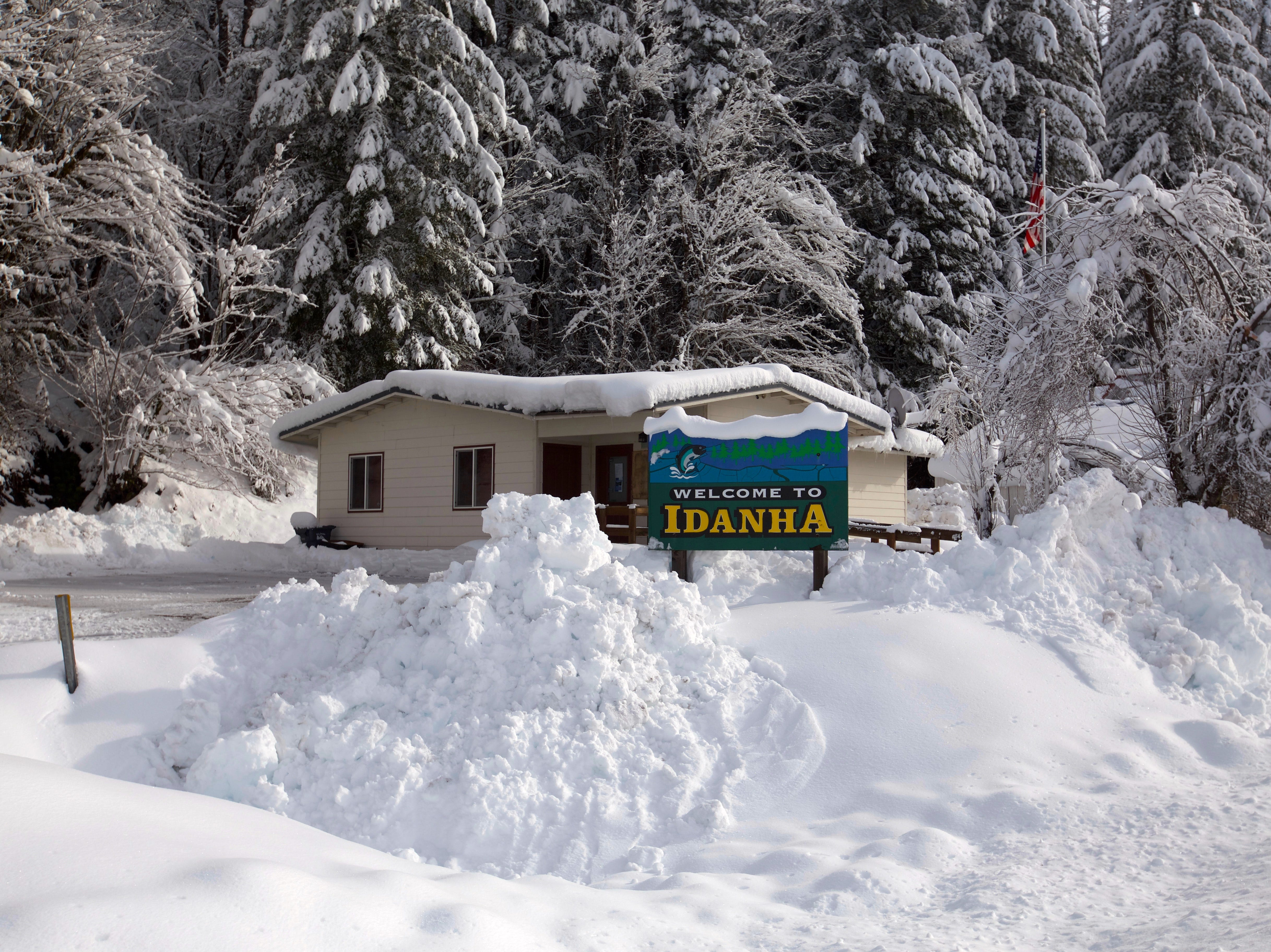 Small town of Idanha covered in snow.