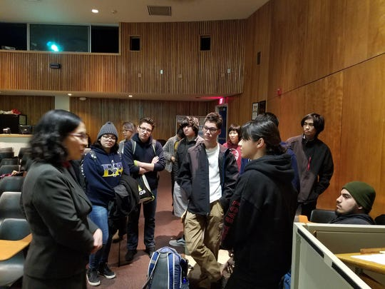 Masako Toki talks with students participating in CIF
