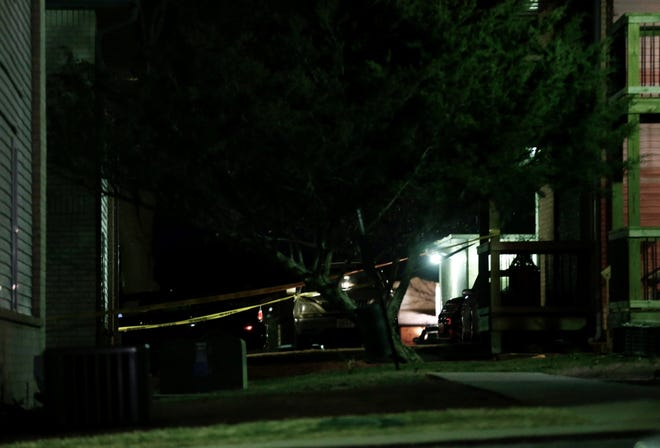 After the shooting occurred, police quickly set up a perimeter around the apartment complex.