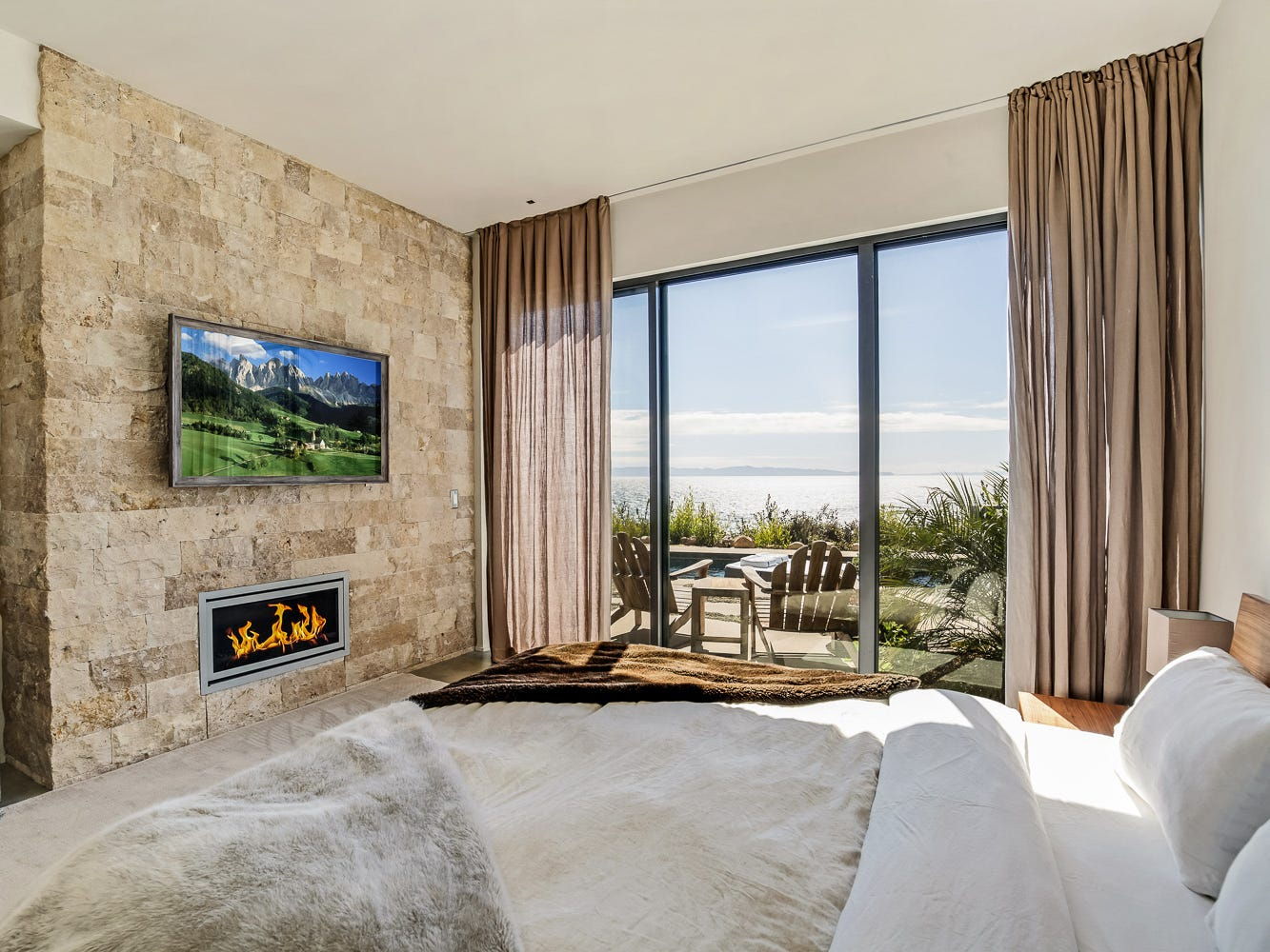 For more information: https://www.luxuryretreats.com/vacation-rentals/united-states/california-santa-barbara/santa-barbara/santa-barbara-beach-estate-121139