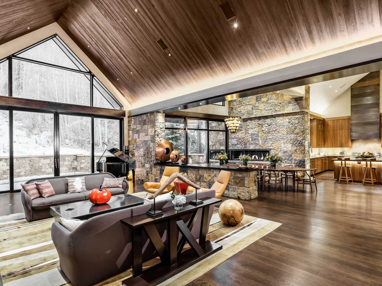 For more information: https://www.luxuryretreats.com/vacation-rentals/united-states/colorado-aspen-snowmass/downtown-aspen/top-of-mill-4-123403