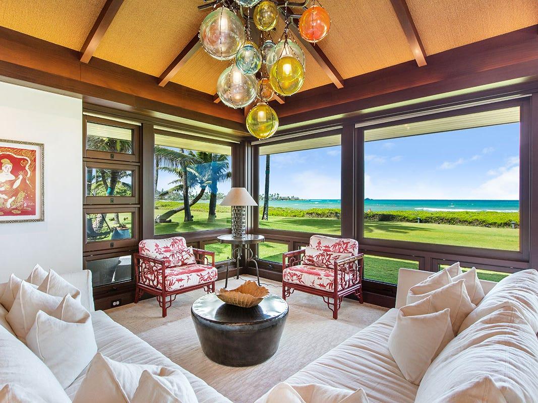 For more information: https://www.luxuryretreats.com/vacation-rentals/hawaii/oahu/kailua/castle-point-estate-118310