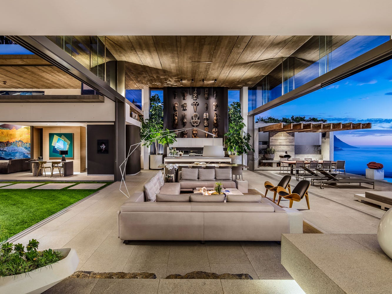 For more information: https://www.luxuryretreats.com/vacation-rentals/south-africa/cape-town/clifton/beyond-120942