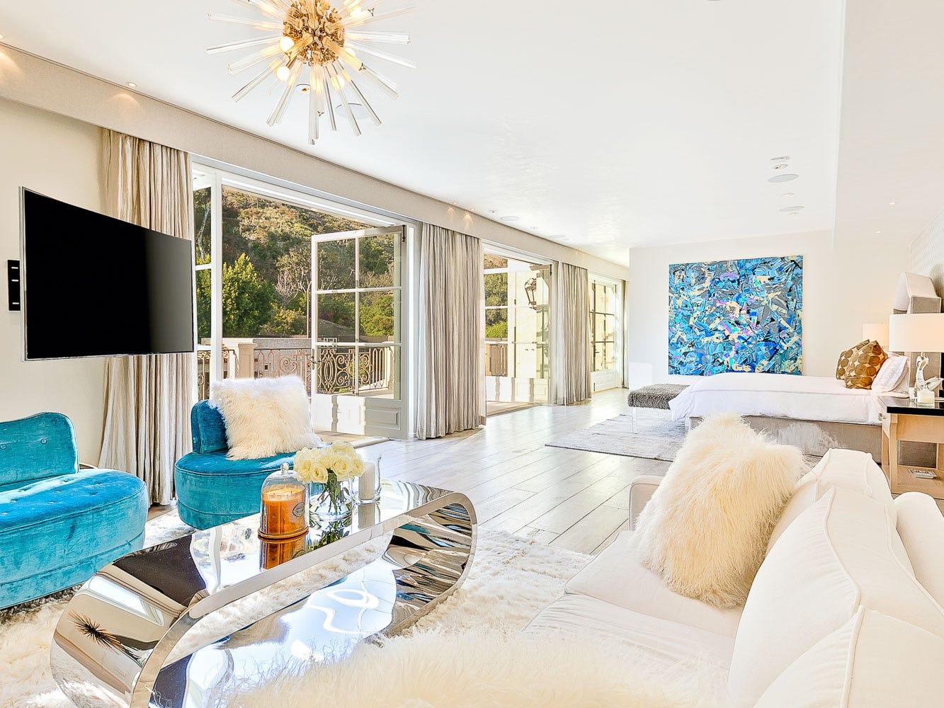 For more information: https://www.luxuryretreats.com/vacation-rentals/united-states/california-los-angeles/malibu/petra-manor-122360