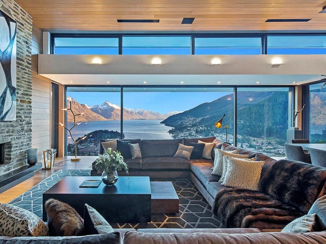 For more information: https://www.luxuryretreats.com/vacation-rentals/new-zealand/south-island/queenstown/stelvio-118258