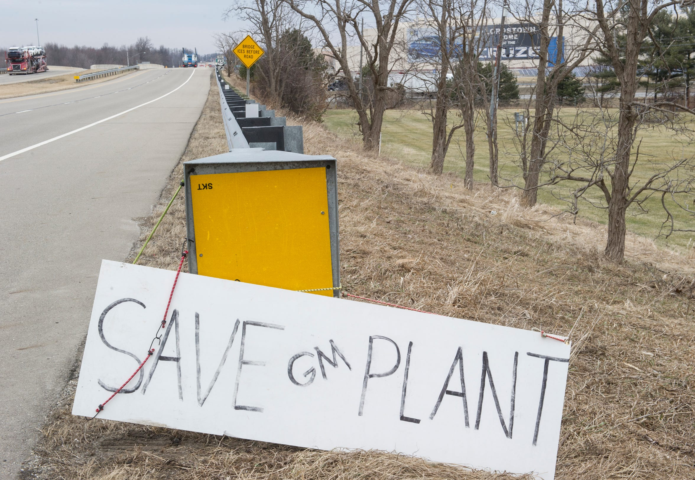 A homemade sign sits along the road beside the GM Lordstown plant in Lordstown, Ohio, Wednesday.