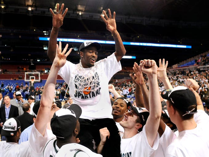 Injured MSU basketball player Kalin Lucas is lifted up on the shoulders of his teammates as the Spartans cut down the net in the NCAA Midwest Regional  after  beating  Tennessee 70-69 Sunday 3/28/10.