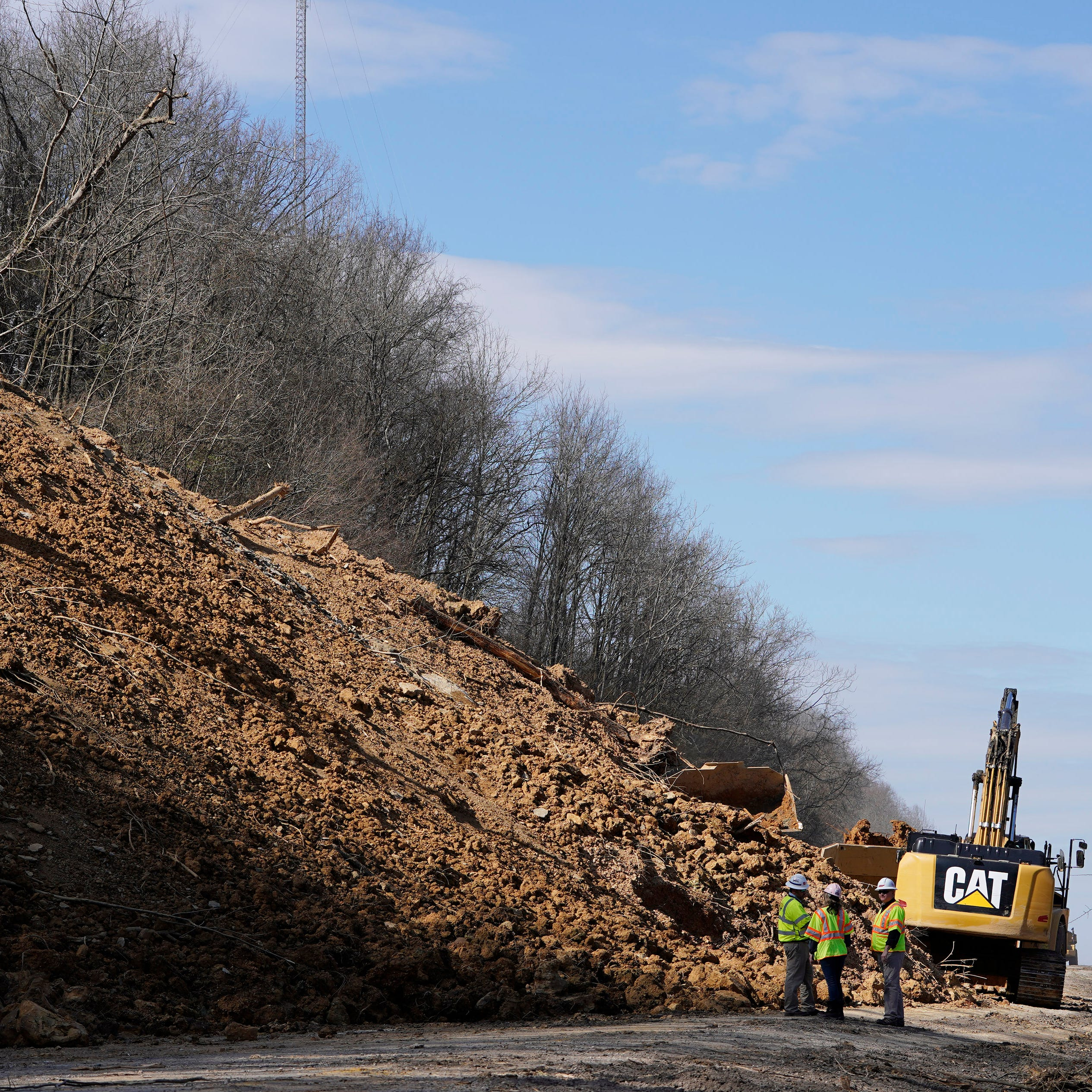 I-24 mudslide: Tons of debris on highway could keep interstate closed through mid March