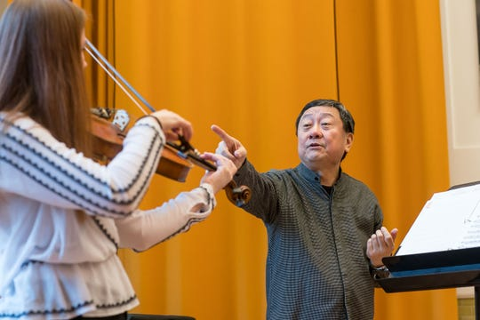 During the Chicago Symphony Orchestra 2018 Winter Tour Violist Li-Kuo Chang works with a string  master class in Manhattan