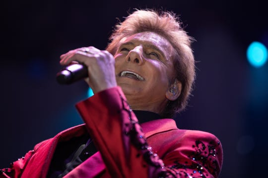 Long-time supporters of DAP, Barry Manilow and Garry Kief, brought their complete Las Vegas show to the evening.