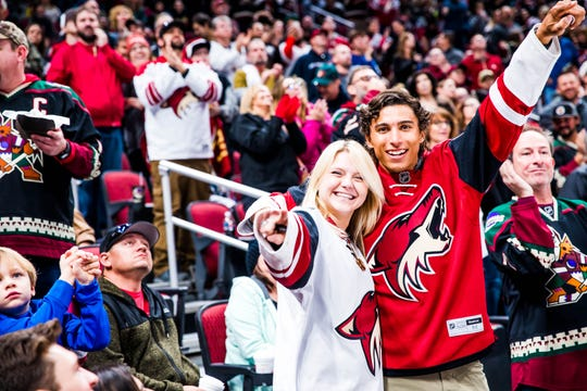 The Arizona Coyotes offers its fans many opportunities to bring home a souvenir, a memorable experience or even a cash prize.