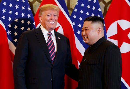 El presidente de Estados Unidos, Donald Trump, y el líder norcoreano Kim Jong Un el miércoles 27 de febrero de 2019, en Hanoi.