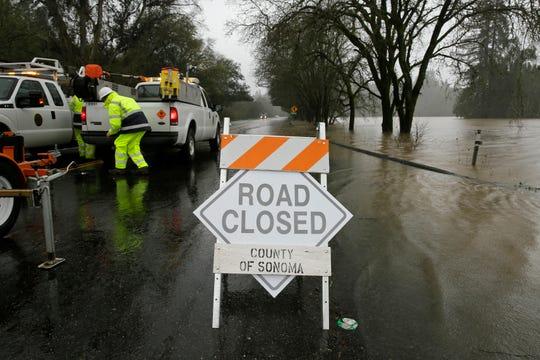 Varios caminos al norte de California han sido cerrados.