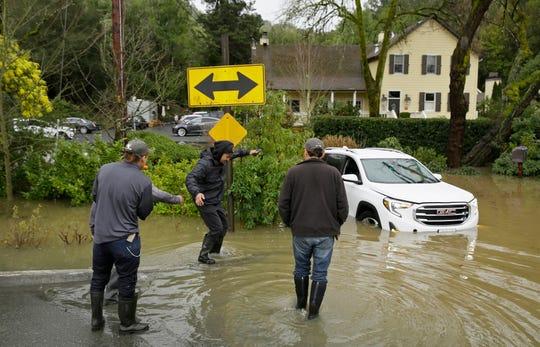 Forestville, California, también se vio afectado por las incesantes lluvias.