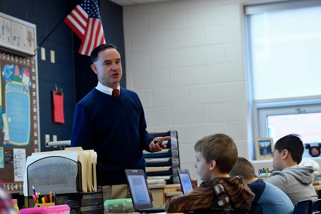 Third grade teacher Steven Smith leads his students at the Larry J. Macaluso Elementary School, use the interactive Nearpod  application for environmental studies, Wednesday, February 26, 2019.John A. Pavoncello photo