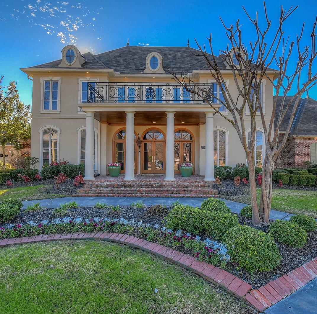 Designer villa in prestigious golf community perfect for large family