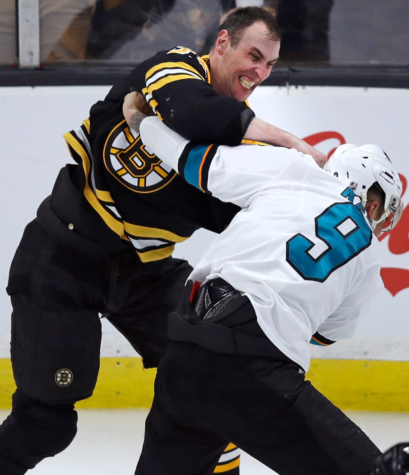 Angry Evander Kane tosses 6-foot-9 Zdeno Chara to the ice