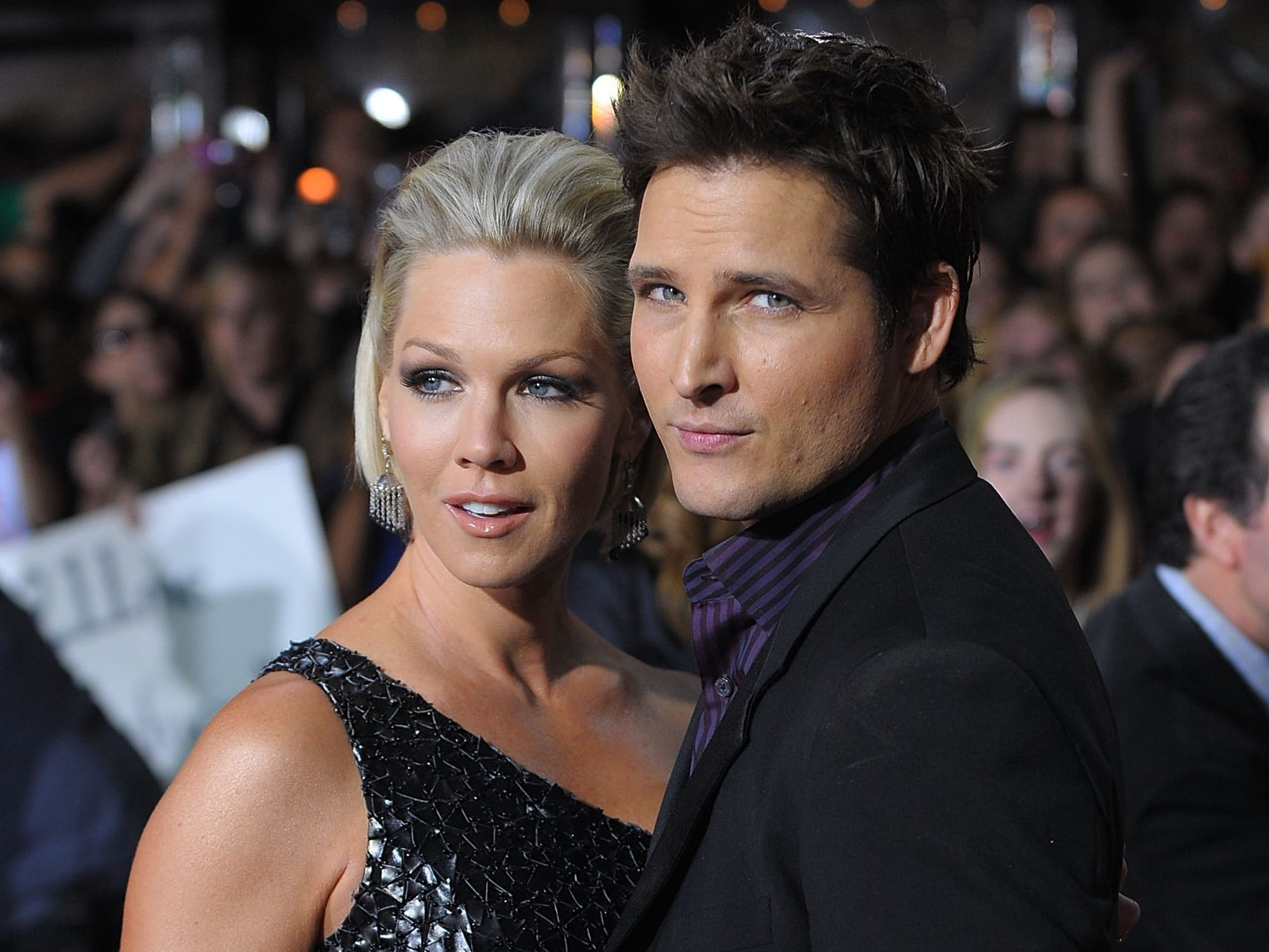 WESTWOOD, CA - NOVEMBER 16:  Actors Jennie Garth and Peter Facinelli  arrive at the Los Angeles premiere of Summit Entertainment's 'The Twilight Saga: New Moon' at Mann Westwood on November 16, 2009 in Westwood, California.  (Photo by Jason Merritt/Getty Images) ORG XMIT: 92116469 GTY ID: 16469JM156_PREMIERE_OF_S